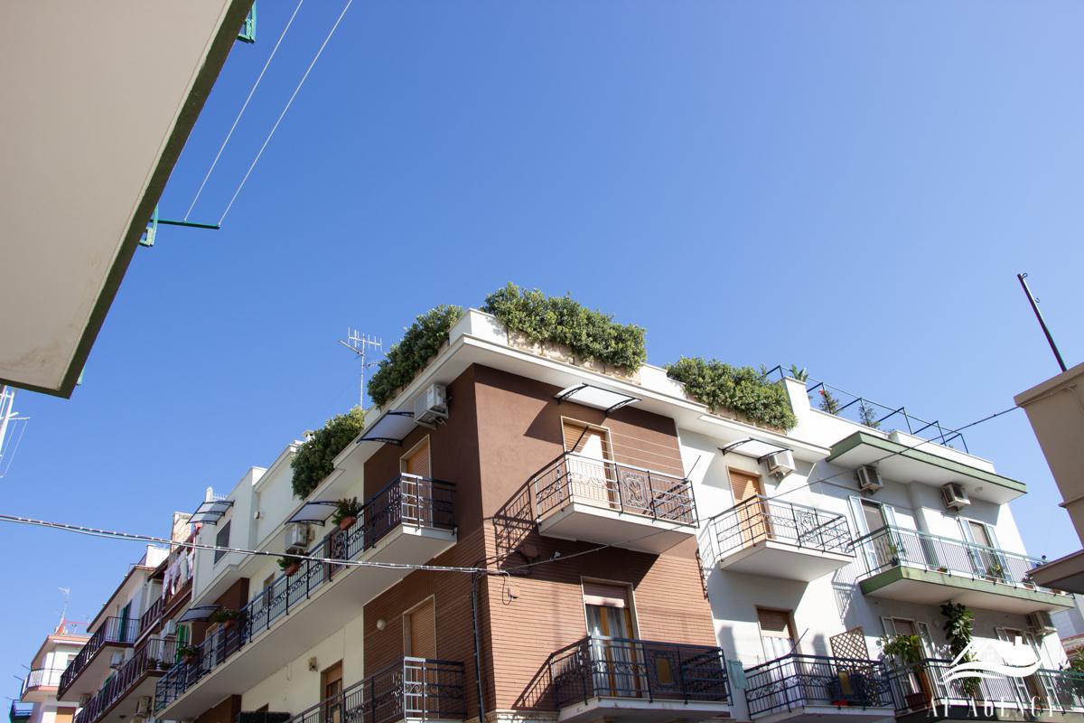 Rif. 20/19 Ampio Trivani con terrazzo a livello|Giovinazzo