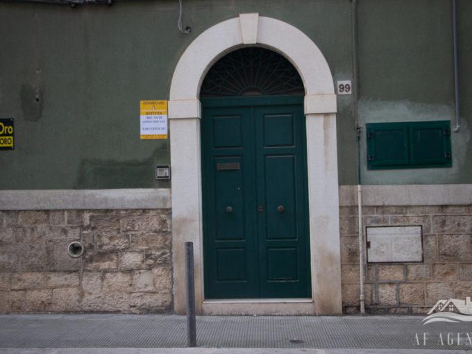 Rif. 01/2020   Trivani ampio uso ufficio Giovinazzo